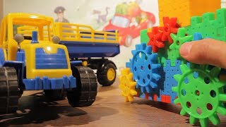 Собираем супер конструктор вместе с синим трактором