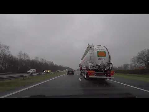 Otoban Trafik Arabalar Yağmurlu Kamyon intro