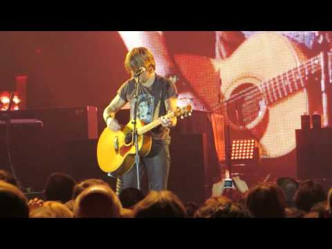 """Keith Urban """"I'm On Fire"""" (Bruce Springsteen Cover) Live @ The Borgata Event Center"""