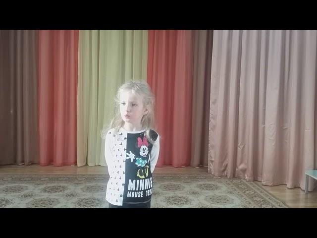 Изображение предпросмотра прочтения – ЕлизаветаИванова читает произведение «Что такое хорошо и что такое плохо» В.В.Маяковского