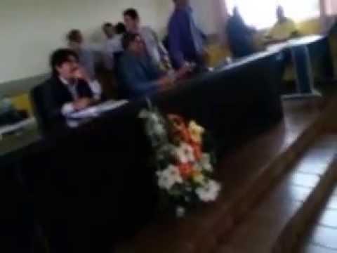 vereador Filho da 26 de Março roubando ata da sessão da Câmara Municipal de Santa Luzia