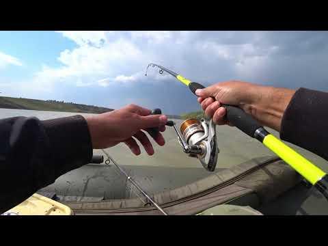 Рыбалка в штормовой ветер или активность рыбы перед грозой.