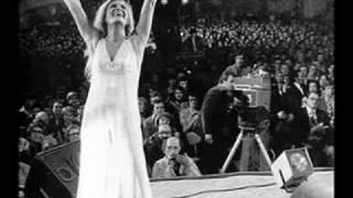 Dalida (Avec sa robe blanc) - Non