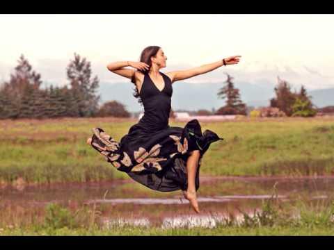 Ayla Nereo - Feathered Bow