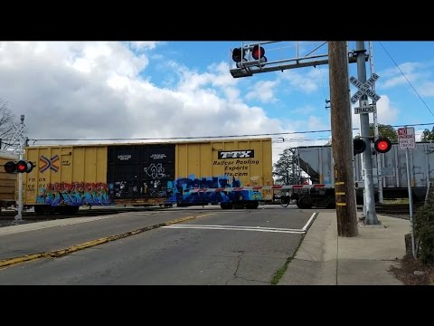 26th Avenue Railroad Crossing, BNSF 8010 Manifest Southbound, Sacramento CA
