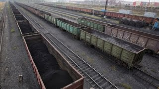 Iron Ore Joins Oil's Move Lower in Commodity Slump