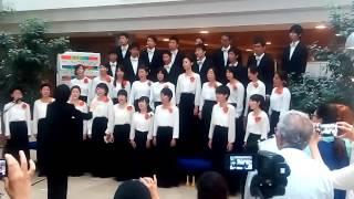 Японский хор поёт на идиш(Хор из Японии поёт на идиш в холле больницы