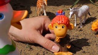 Развивающий мультик, учим животных. Мультфильм про хитрую обезьянку, которая спрятала у уточки яйца.