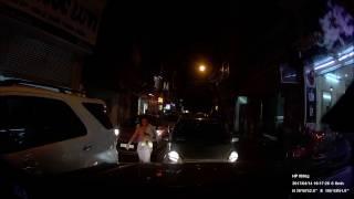 Chạy ôtô đi lấn làn, người phụ nữ không nhận sai, còn bế con xuống xe quát thẳng mặt tài xế