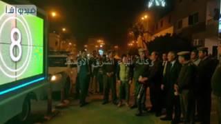 مساعد وزير الداخلية ومدير أمن سوهاج يتفقدان أول سينما متنقلة للتوعية بأخطار وحوادث المرور
