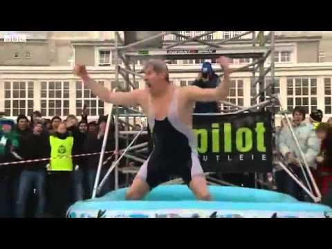 ROFLTV.RU Прыжок на живот с 12 метровой вышке