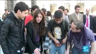 """""""Au Chili, la culture est encore très machiste"""" dit Camilla Vallejo - Reportage sur la jeune députée"""
