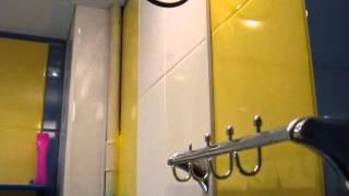 Ванная в жёлто синих тонах.