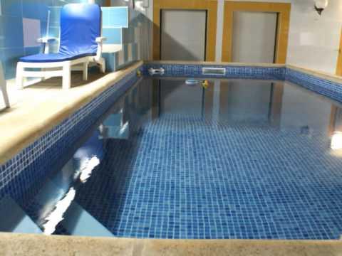 Piscina constru da em pequeno quintal youtube Fotos piscinas para espacios pequenos