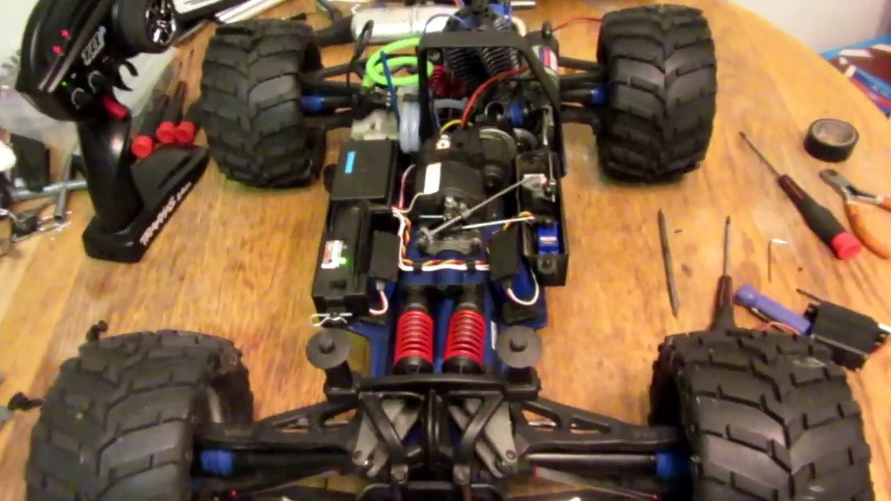 traxxas revo 3 3 throttle linkage servo return spring issue cheap fix video 2 [ 1280 x 720 Pixel ]