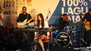 Download Video isyana sarasvati live in Concret MP3 3GP MP4
