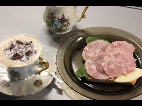 Мраморная ветчина и вкусный  кофе  отличное начало дня.