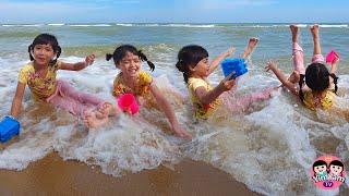 หนูยิ้มหนูแย้ม   เล่นน้ำทะเล ที่หาดชะอำ