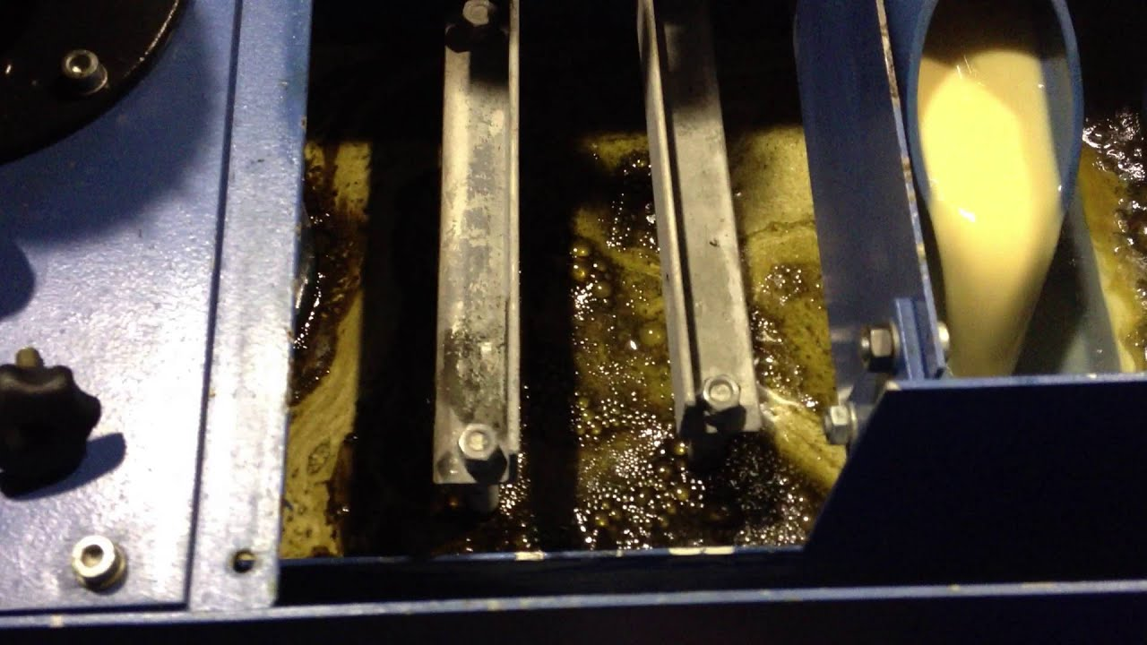 Coolant cleaning with GLC-50 system on CNC machine tool