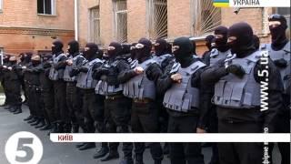 """Бійці батальйону """"Азов"""" читають молитву"""