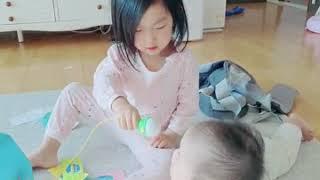 4살 언니 10개월 동생 뽀로로 노래방 장난감 노래 부…