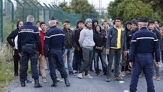 "Migrants: UK is not a ""safe haven"" says Cameron."