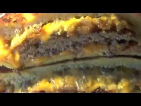 Sandwich frit au steak haché & cheddar