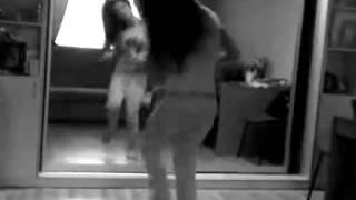 Девушка  танцует тектоник mp4