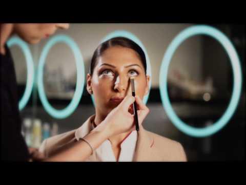 Makijaż w stylu stewardessy