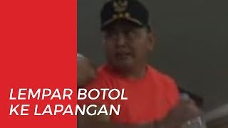 Kesal Terhadap Wasit, Gubernur Kalteng Lempar Botol dan Turun ke Lapangan