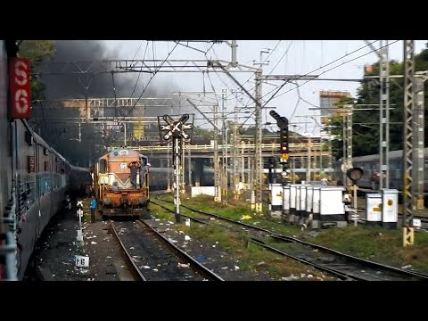 PUNE Junction - A Blissful Evening Departure & Meeting 10 Different Trains: INDIAN RAILWAYS