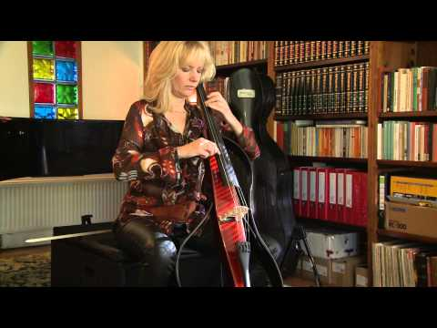 Cellliste Mayke Rademakers combineert op een CD de cellosuites van Bach met hedendaagse muziek