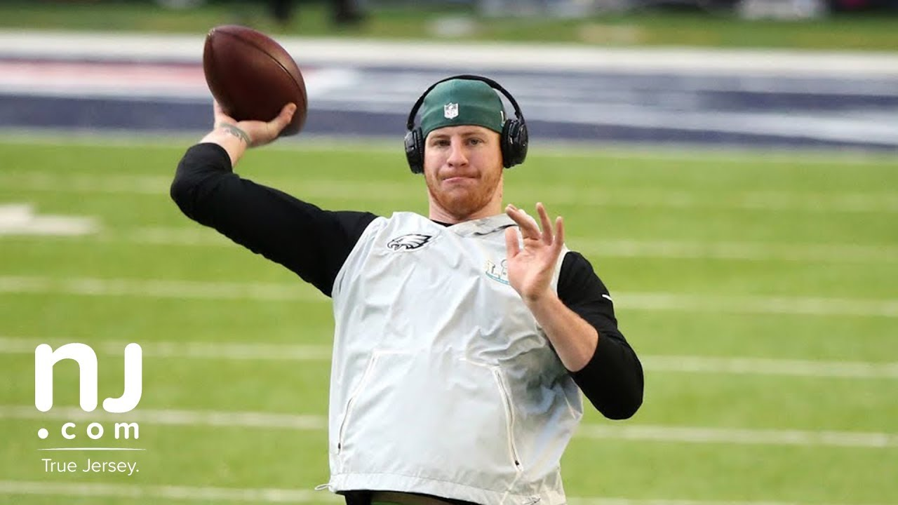newest e4b4c 5412c Eagles' Carson Wentz throws before Super Bowl