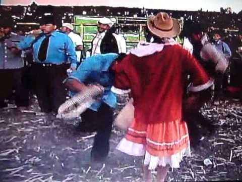 bailando en jaripeo san diego de alcala 2010