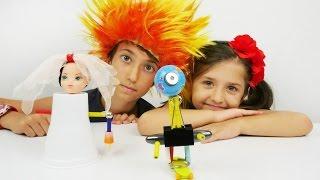 Türkçe izle - eğitici kız erkek çocuk oyunları/videoları.Deniz ve Derya oyuncak robot yapıyorlar