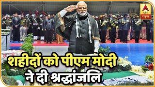 पुलवामा आतंकी हमले मे शहीदों को पीएम मोदी ने दी श्रद्धांजलि तो गृह मंत्री राजनाथ सिंह ने दिया कंधा