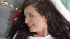 Leila Lowfire über große Brüste & Schreie beim Sex | Bettgeflüster | Bedside Stories
