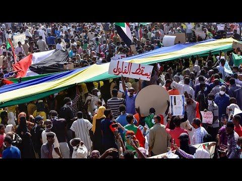 السودانيون يهتفون عاليا -سلم سلم يا برهان- في مسيرات عارمة دعما للدولة المدنية  - نشر قبل 4 ساعة