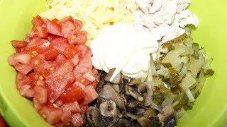 Салат с курицей, грибами и соленым огурчиком.