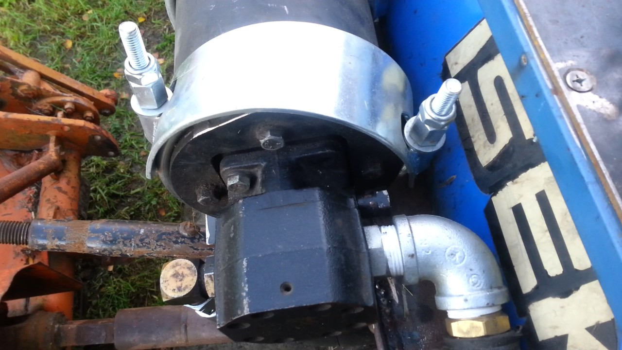 Adjusting the pressure relief valve on the 3-point hitch hydraulic pump