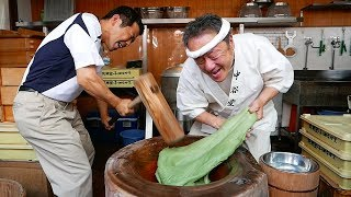 Japanese Street Food - SUPER FAST MOCHI POUNDING Japan