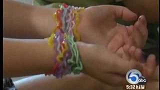 Rubber band bracelets in special shapes create a bit of cont