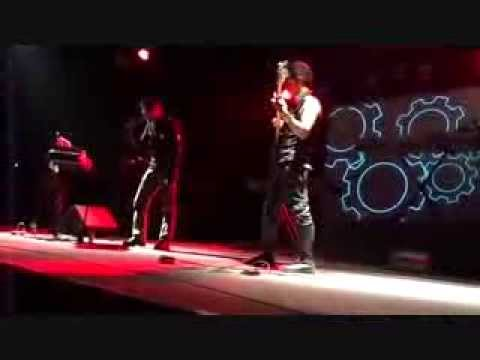 RED INDUSTRIE - Elektro Censura (live @ Front 242 opening show)