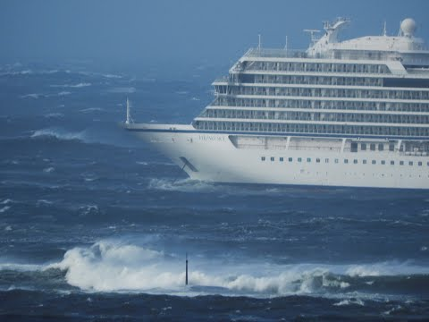 Tugboats haul cruise ship back to Norway with hundreds still onboard