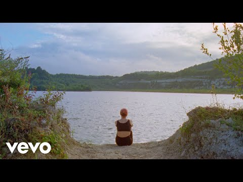 Emily Burns - My Town (Official Video) Mp3