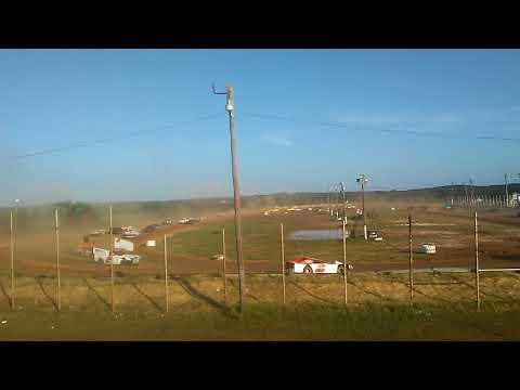 Jesse racing the star spangled 200 enduro at 281 speedway 2017