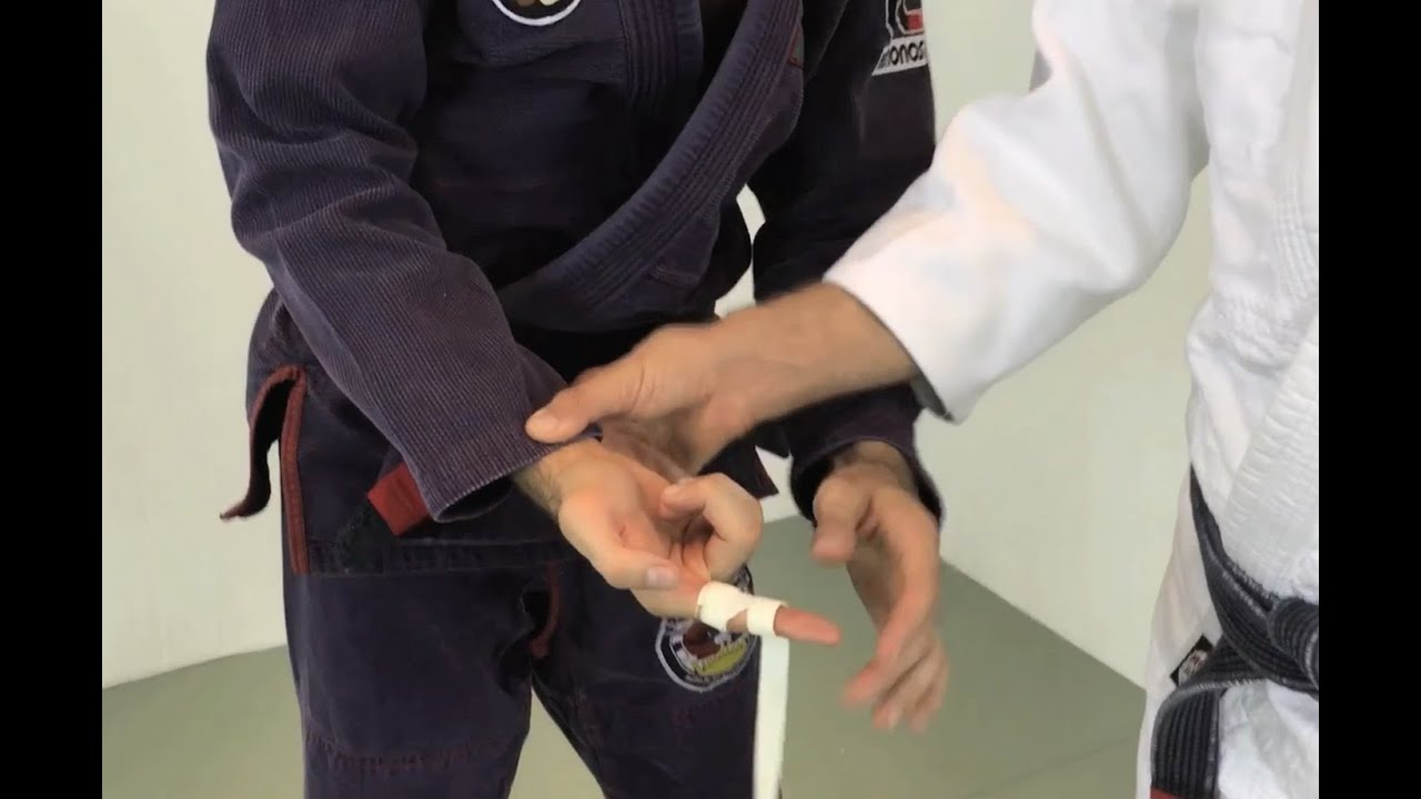 Finger Pain in BJJ and What to Do About It - Grapplearts