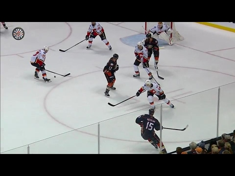 Gotta See It: Getzlaf gets bizarre deflection for go-ahead goal