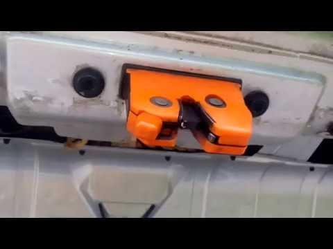 Как поменять заменить замок багажника Skoda Octavia Tour