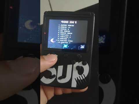 Vídeo game portátil 400 in 1 Sup vale apena? Veja pontos positivos e negativo do mini game retrô from YouTube · Duration:  3 minutes 54 seconds